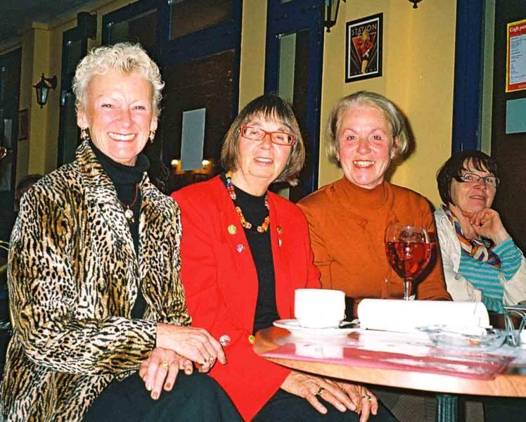 6. Literaturinteressierte Damenrunde
