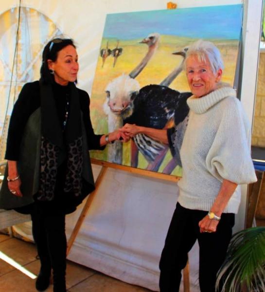 01_ Die bekannte Schweizer Malerin Romy Ko__ster links
