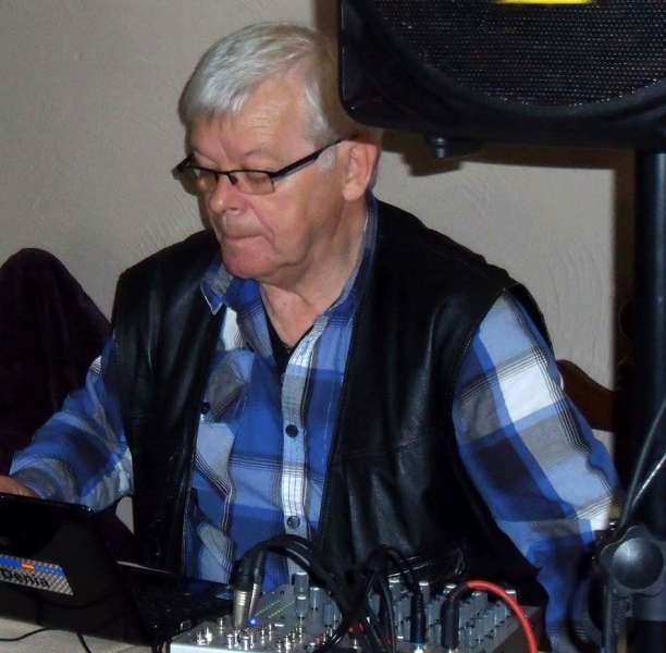 3. Tontechniker Pit, der Music-, Disco- und Internet-Radio-Man