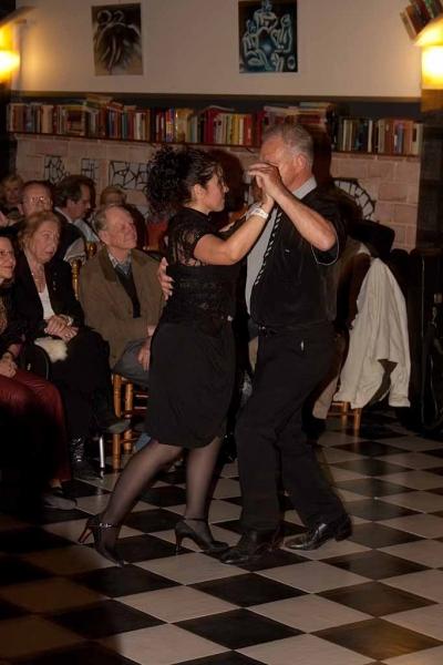 5. von MXWorker, Tamar u. Jos tanzen Milonga