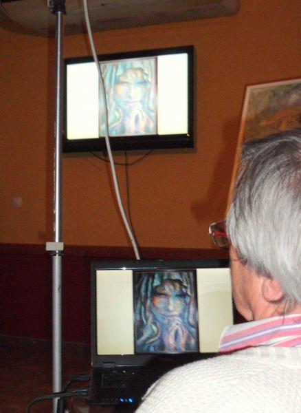 10.Franz-Rudolf Peter bringt die Bilder vom Laptop auf den Fernsehschirm