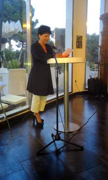 14_ Autorin Dr_ Gabriela Sonnenberg mit bezaubernden Kurzgeschichten