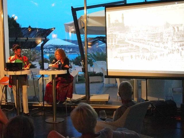10_ von li_ Natascha und Elke Vesper gezeigt wurden historische Fotos und Filme