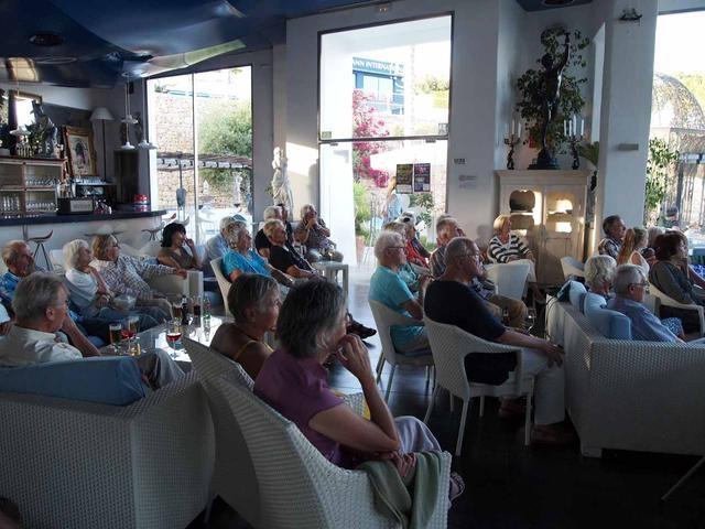 11_Publikum im Cafe del Mar Moraira Centro Algas