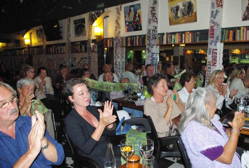11. Publikums Applaus.