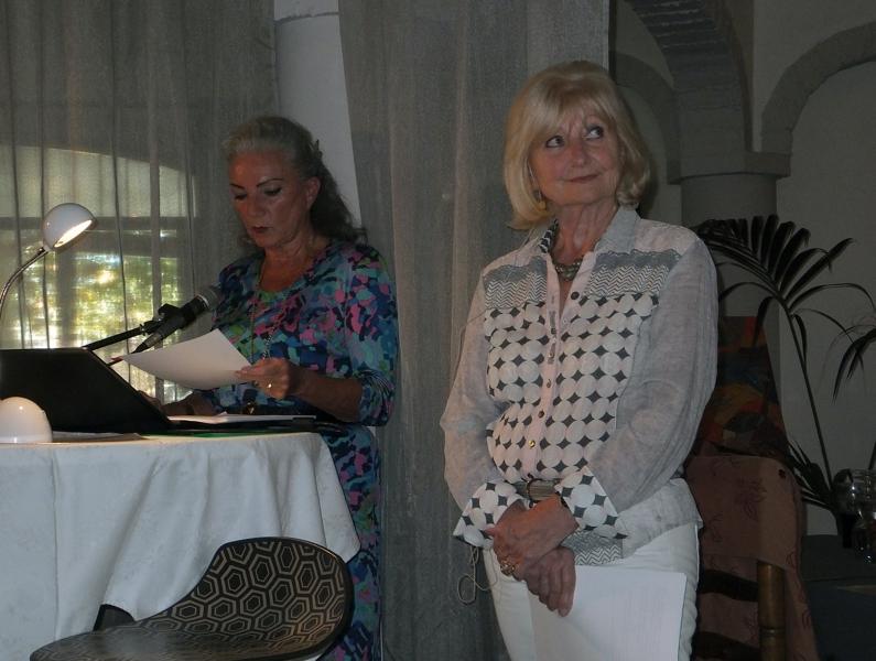Die Autorin Dr. Gudrun John und Natascha am Laptop 25. und 26.10