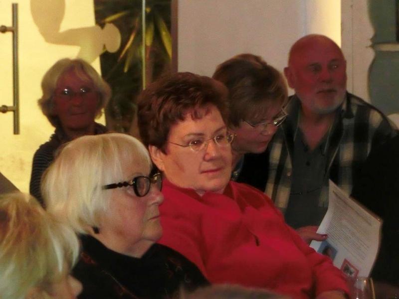 09. Edith Kühn und Isabell Wiemer (in rot)