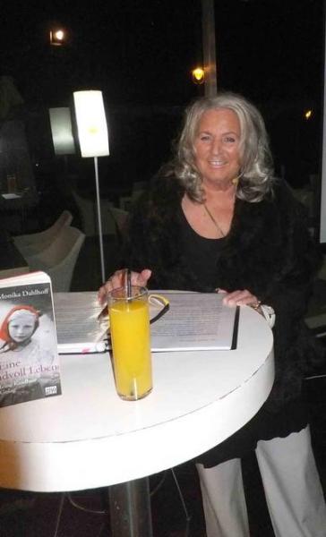 01_ Monika Dahlhoff liest dramatische Autobiografie 25_11_2015