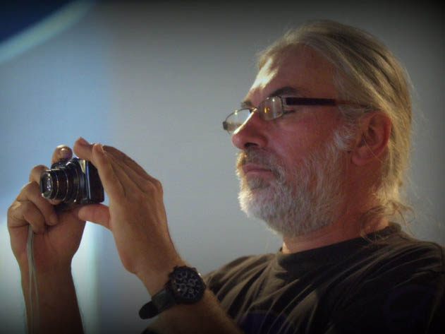 06_Tontechniker Gerdi Gerhardt sorgt f__r musikalisches Vorprogramm und Fotos
