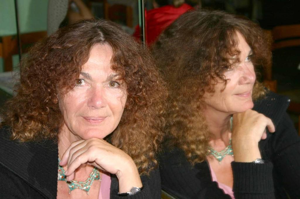 Dr. Elke Vesper vor Spiegel